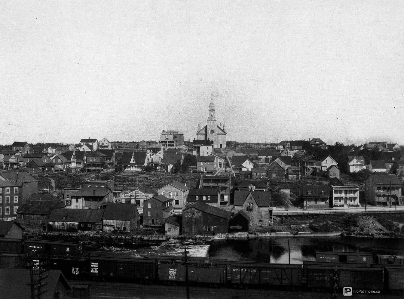 Rivière-du-Loup - Quartier de la gare vers 1925 -Album historique de la Ville (no 1 Saint-François)
