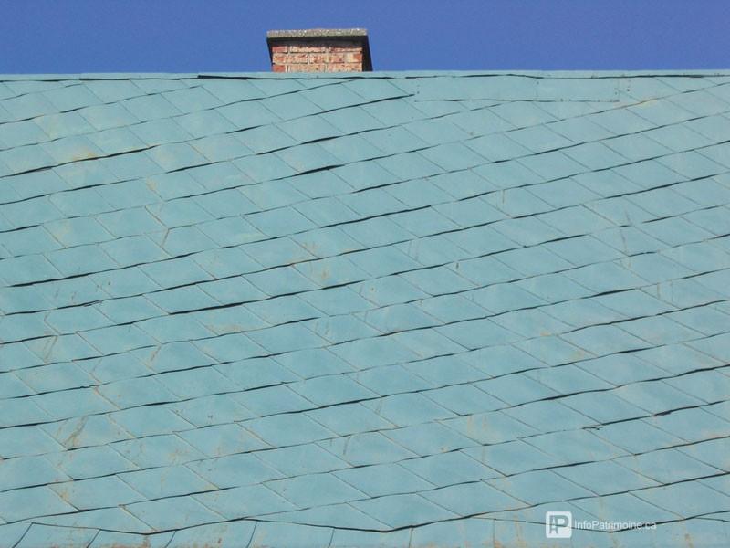 Guide : Les revêtements des toitures, la tôle à la canadienne (50 Saint-Philippe)