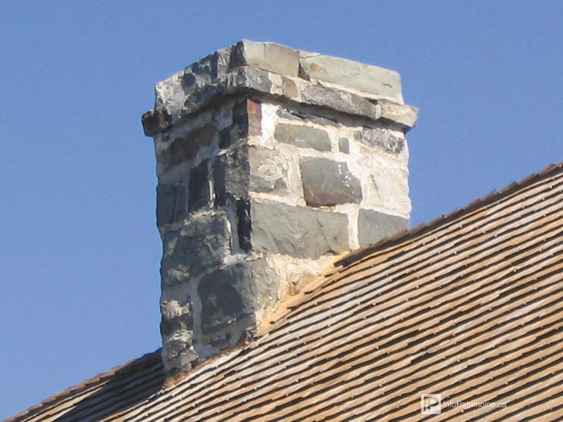 Guide : Les souches de cheminées, maçonnerie de pierres (34 Kamouraska)