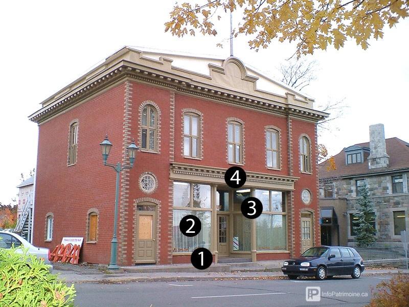 Guide : vitrine d'une façade commerciale traditionnelle (436 Lafontaine, Rivière-du-Loup)